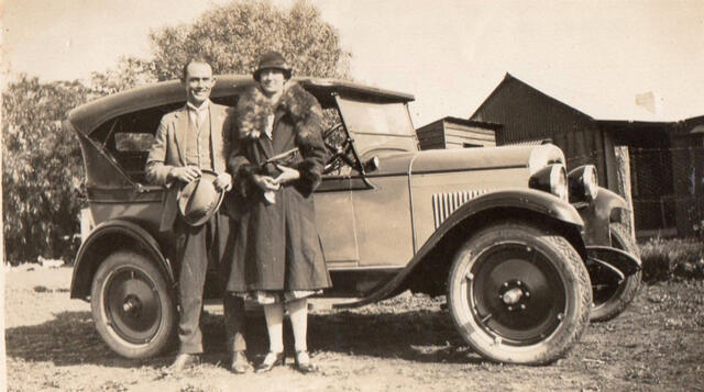 Athol and Eunice - on their honeymoon 1927